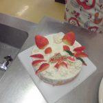 クリスマスケーキ作り教室が開催されました